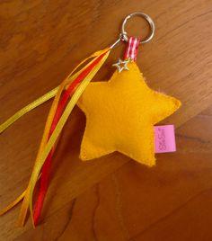 Leuke sleutelhanger met ster! Kijk voor vilt eens op http://www.bijviltenzo.nl