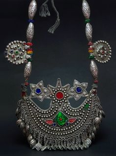 Afghanistan   Kuchi silver and glass necklace   Early 20th century   1250€