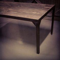 #spisebord #manogri  i #smokeygrey #allemål #håndlagetavoss #barefordeg #bærekraftig #kortreist www.drivved.no #showroomet åpent i morgen 11-14