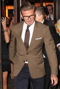 David Beckham optaba por un traje con corbata, también en camel, para asistir al desfile SS13 de Victoria en Nueva York.