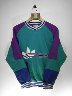 Adidas sweatshirt Size Small(but Fits Oversized) Website➡️ www. Tomboy Fashion, Fashion Outfits, Vintage Outfits, Vintage Fashion, Vintage Style, Cool Outfits, Casual Outfits, Cool Sweaters, Look Cool