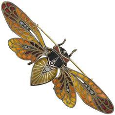 Art Nouveau Plique-à-Jour and Diamond Moveable Winged Insect Pin For Sale Bijoux Art Nouveau, Art Nouveau Jewelry, Black Art, Art Nouveau Tattoo, Tattoo Art, Antique Jewelry, Vintage Jewelry, Vintage Brooches, Insect Jewelry