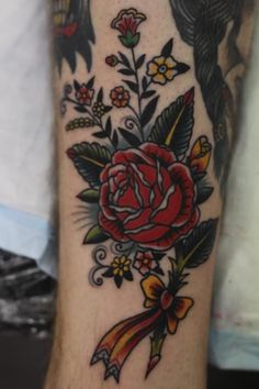 http://tattoo-ideas.us/wp-content/uploads/2013/12/Amercian-Traditional-Rose-Tattoo.jpg Amercian Traditional Rose Tattoo #Classictattoos, #Floraltattoos