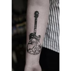 Guitare nature tattoo
