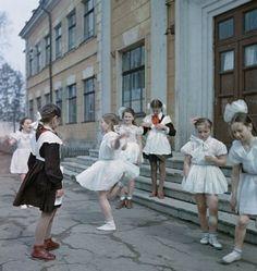 Советские школьницы 1950-х годов.