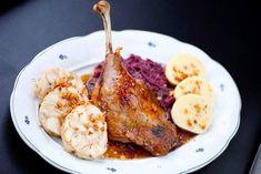 Svatomartinské hody v Potrefené huse Food Change, Restaurant Guide, Turkey, Chicken, Meat, Lifestyle, Fine Dining, Turkey Country, Cubs