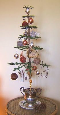 I was asked to show how I made my primitive (feather-type) Christmas tree for FREE. I want to say, there are beautiful primitive trees avai. Primitive Christmas Tree, Noel Christmas, Victorian Christmas, Country Christmas, Christmas Projects, Vintage Christmas, Christmas Ornaments, Christmas Booth, Bohemian Christmas