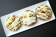 Halloween Healthy Treat Recipe, Pizza Mummies  #HalloweenRecipe #Food, #HealthySnack, #HalloweenSnack, #HalloweenTreat, #HealthyTreat, #Pizza, #CuteSnack