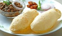 Chhole is the Spicy chickpea curry and Bhature is the deep fried bread made of maida. Chhole Bhature is an absolutely decadent treat that is a must-try if you visit India. Kurma Recipe, Bhatura Recipe, Punjabi Food, Indian Street Food, Indian Breakfast, Chaat, Indian Dishes, Indian Food Recipes, Punjabi Recipes