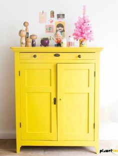 25 Brightly Painted Furniture Ideas Wake up your space with bright and colorful furniture. Paint your old furniture and make it look new and fabulous. Furniture Makeover, Home Furniture, Modern Furniture, Furniture Design, Furniture Ideas, Bedroom Furniture, Plywood Furniture, Cheap Furniture, Painting Furniture