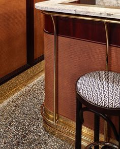 Selection of luxury bar designs to inspire you for your next interior design project ! Interior design trends to help to decor your bar! Architecture Restaurant, Interior Architecture, Cafe Bar, Mid Century Bar Stools, Design Bar Restaurant, Modern Restaurant, Counter Design, Terrazzo Flooring, Paris Restaurants