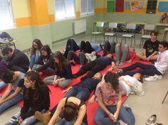 Tan relajados en el taller de mindfulness del IES SAPERE AUDE.