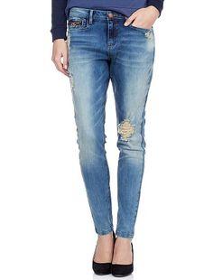 Jeans skinny boyfriend Per un look al top della tendenza! Sì all'abbinamento jeans + felpa girocollo + décolleté per un look casual... Per un look city, sceglierai la giacca di tailleur + le décolleté + una graziosa pochette. - Jeans destroy ! prezzo: 25€
