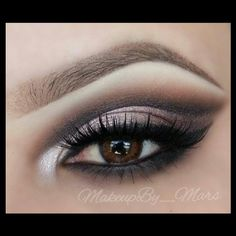 makeupby_mars goes with a natural smoky