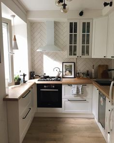 69 magnificient small kitchen design ideas on a budget page Home Decor Kitchen, Kitchen Interior, New Kitchen, Home Kitchens, Interior Paint, Küchen Design, House Design, Design Ideas, Apartment Design