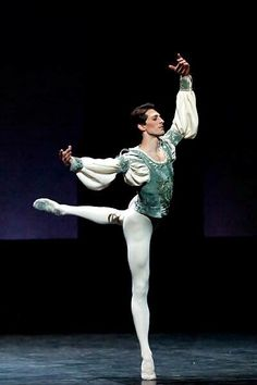 What is a male ballet dancer called