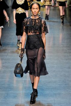 See the complete Dolce & Gabbana Fall 2012 Ready-to-Wear collection.