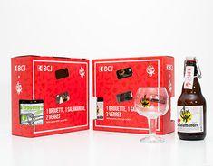 Comme à chaque édition, lors de l'assemblée générale de la Banque cantonale du Jura, un joli cadeau est offert. Pour cette année 2018, nous avons réalisé un coffret BCJ/BFM (Brasserie des Franches-Montagnes) totalement personnalisé. Totalement, Corporate Branding, Comme, Packaging, Logo, Wheelbarrow, Brewery, Mountains, Casket