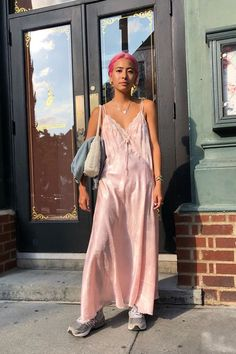 Thinking about wearing a dress with sneakers outfit? Look no further. These It girls show you how foolproof the outfit formula can really be. Dress And Sneakers Outfit, Simple Summer Outfits, All White Outfit, Dress Out, Gingham Dress, Mode Inspiration, Fall Dresses, Casual, Ideias Fashion