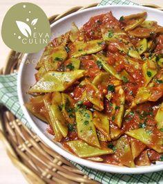 Cette recette de haricots plats à l'huile d'olive et tomates à la libanaise est un classique que je prépare également avec des haricots verts. La recette traditionnelle prévoit d'utiliser une quantité importante d'huile d'olive ce qui lui donne ce goût atypique qui la rend irrésistible. J'ai souhaité adapter cette recette à l'Omnicuiseur Vitalité 6000, en cuisson basse température en utilisant moins d'huile d'olive et surtout en cuisant tous les ingrédients à la fois alors qu'habituellement…