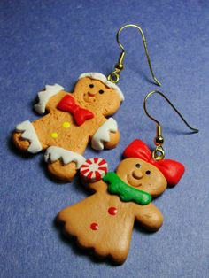 Get the look with Christmas earrings, like theses gingerbread man earrings or little Christmas trees.