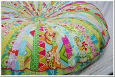 Jelly Roll Floor Pillow/Pouf with link to tutorial. Giant Floor Pillows, Floor Cushions, Floor Pouf, Cushion Tutorial, Pillow Tutorial, Fabric Crafts, Sewing Crafts, Pillow Crafts, Cute Crafts