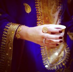 Image about arab in smsma💞💋 by smsma on We Heart It Pakistani Fashion Casual, Arab Fashion, Whatsapp Dp, Beautiful Hijab, Beautiful Hands, Mode Abaya, Cute Couple Art, Profile Picture For Girls, Cute Love Pictures
