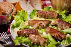 Le bombette sono un secondo piatto tipico della cucina pugliese a base di involtini di carne sottilissima ripieni di formaggio.