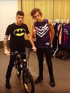 Harry styles is wearing a Fremantle Dockers jersey, he is a true Freo supporter :)