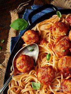 klopsiki z indyka w sosie pomidorowym Spaghetti, Good Food, Food And Drink, Dinner, Ethnic Recipes, Polish, Diet, Dumplings, Dining