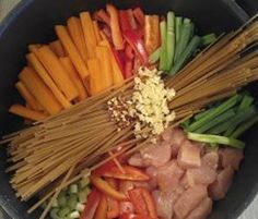 """Dinner Tonight: One-Pot Wonder Chicken Lo Mein AND with a few easy fixes, it can be gluten free - switch out the pasta and soy sauce for the """"fight stuff"""" ;) Sounds so good!"""