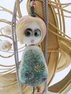 náhrdelník s panenkou Gwineth