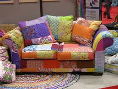 omg...i so need to make one of these for my sewing room or at least a chair like this....love it