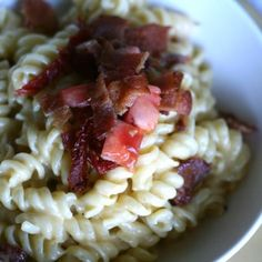 Loaded Slow-Cooker Mac and Cheese with Sun-Dried Tomatoes and Bacon