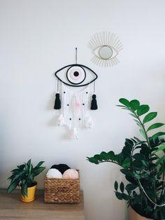 Wall decor with Evil Eye Dreamcatcher Los Dreamcatchers, Dyi Decorations, Macrame Wall Hanging Diy, Sewing Art, Macrame Patterns, Felt Flowers, Evil Eye, Dream Catcher, Diy And Crafts