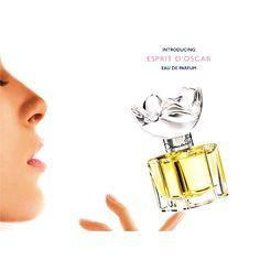 Mais uma obra de arte de Oscar de La Renta: a fragrância Esprit D'Oscar com um inconfundível perfume floral de notas cítricas. Um eau de parfum que vai te conquistar! Disponível em nossa loja on-line.  Contatos e informações: WhatsApp (62) 8305-2352 | atendimento@essenceperfumaria.com #Essence #essenceperfumaria #perfume #fragrance #oscardelarenta #elegance #eaudeparfum
