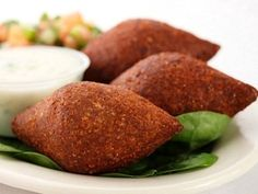 BurCArioca: A mouthwatering taste of the Middle East - fried kibbeh Kibbeh Recipe, Food Network Recipes, Cooking Recipes, Lebanese Recipes, Lebanese Kibbe Recipe, Eastern Cuisine, Arabic Food, Arabic Dessert, Arabic Sweets