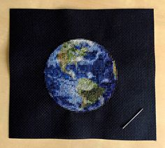 Cross-Stitching Planets The artist Navid Baraty had the excellent idea to reproduce some of the planets of our solar system using cross-stitching. Original embroideries with modern result who asked the artist to work for hours using between 25 and 35 different colors threads. PDF documents for these creations (Earth Jupiter Mars Neptune and Pluto) are for sale on his Etsy shop. #xemtvhay