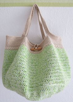 Chic and trendy spring or summer crochet bag. Free Pattern and design brought to you by Elisabeth Andree