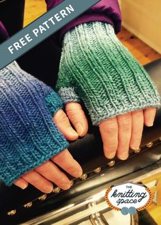 Try your hands on this colorful unisex knitted fingerless gloves in time for the autumn and winter months. This easy knitting project is ideal for confident beginner knitters. Fall Knitting Patterns, Easy Knitting Projects, Knitting For Beginners, Loom Knitting, Knitting Stitches, Free Knitting, Fingerless Gloves Knitted, Mittens Pattern, Gifs