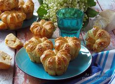 Az otthon ízei: Sajtos muffin Croissant Bread, Pretzel Bites, Muffin, Baked Potato, Cauliflower, Cake Recipes, Food And Drink, Baking, Vegetables