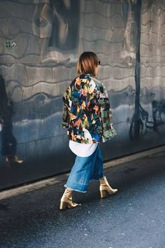 Top fashion trends and street style in 2018 Gold Boots, Metallic Boots, Fall Outfits, Cute Outfits, Fashion Outfits, Fashion Trends, Women's Fashion, Fashion 2020, Fashion Clothes