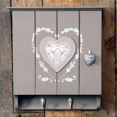 Shabby Chic Painted Key Box With Painted Heart Including 6 Internal Hooks & 2 External Hooks. Just £17.50 www.prettymaison.co.uk 01353 665141 #KeyBox #ShabbyChic #KeyHooks