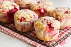 Healthy Raspberry Yogurt Muffins are easy to make. Can be made gluten free and dairy free too. These muffins can be made with fresh or frozen raspberries. Make high protein with Greek yogurt. Protein Muffins, Yogurt Muffins, Protein Snacks, High Protein, Whole Foods, Whole Food Recipes, Recipes Dinner, Lemon Raspberry Muffins, Full Fat Yogurt