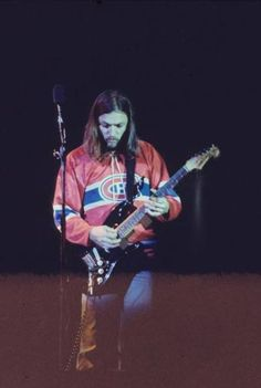 David Gilmour - Knebworth 1975 Montreal Canadiens, Pink Floyd Wall, Musica Punk, David Gilmour Pink Floyd, Atom Heart Mother, Berlin, Richard Wright, Psychedelic Music, Best Guitarist