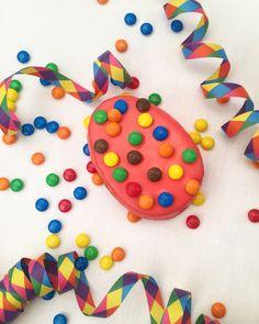 Auch das einfachste Rezept kann so viel Freude bringen! 🌷 Für eine leckere glutenfreie Torte braucht man nur:⠀🍬 250 g Mantler Biskuit- und Kuchen-Mix glutenfrei, 🍬 5 Eier, 🍬 50 g Wasser. Das gesamte Rezept findet ihr auf unserer Homepage 👉🏻 www.mantler-glutenfrei.com! Sprinkles, Kids Rugs, Candy, Food, Gluten Free Baking Mix, Kuchen, Gluten Free Flour, Biscuit, Glee