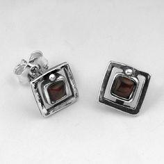 SHABLOOL ISRAEL Beautiful Red Garnet Sterling Silver 925 Stud Earrings