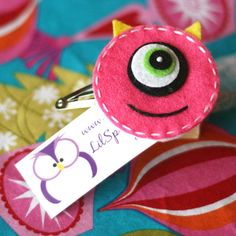 The One-Eyed Monster Hair Clip! I have to get these for all the nieces june next time we go to disneyland! Monster Party, Felt Monster, Monster Birthday Parties, Felt Hair Clips, Bow Hair Clips, Hair Bows, Sewing Projects, Craft Projects, Projects To Try