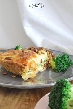 Gotowa tarta z kurczakiem, brokułami i suszonymi pomidorami 3