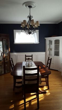 Benjamin Moore Hale Navy dining room, traditional style